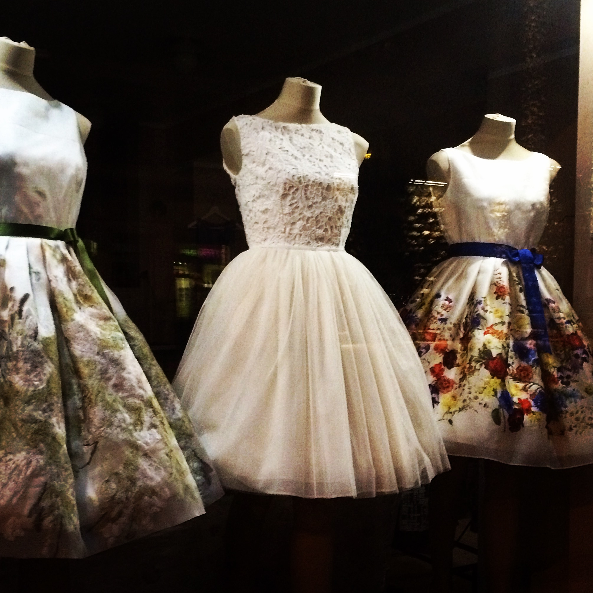 izlaiduma kleitas